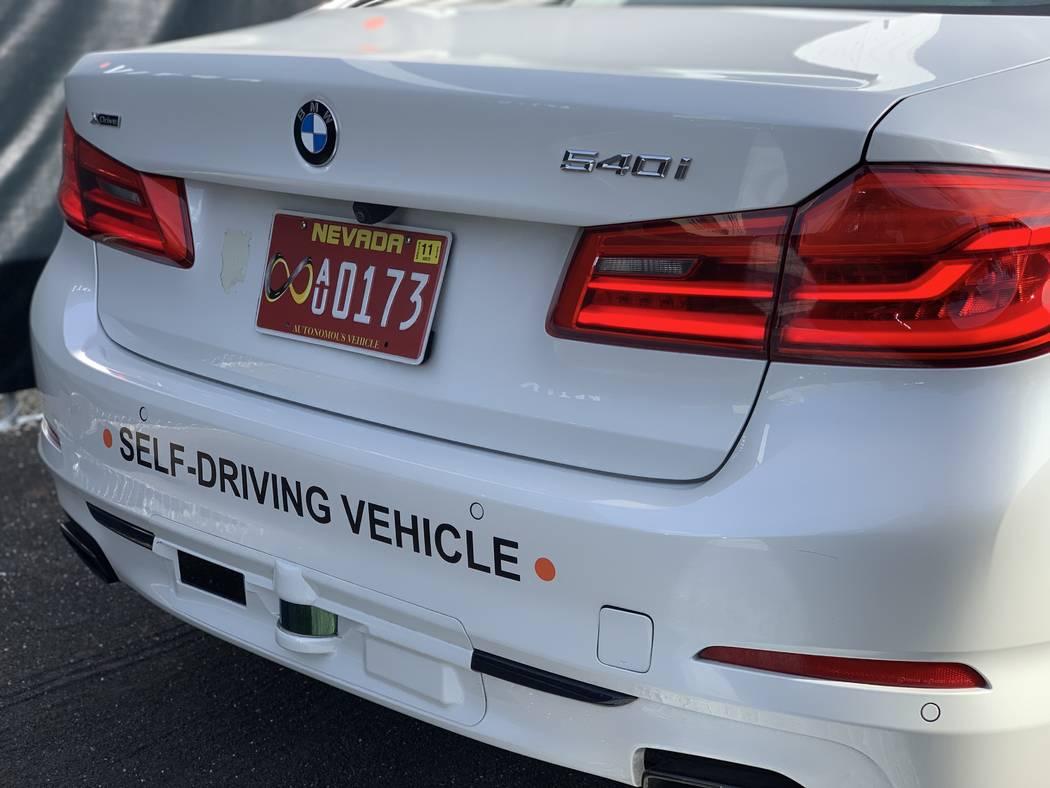 El BMW Aptiv de conducción automática en la plataforma Lyft cuenta con dos sensores LiDAR, uno de corto alcance y otro de largo alcance en el parachoques trasero. (Mick Akers / Las Vegas Review- ...