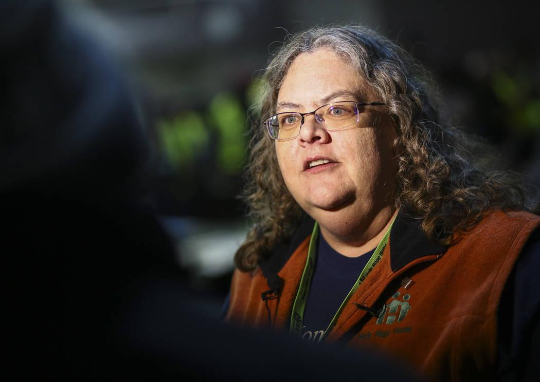 Michele Fuller-Hallauer, gerente de servicios sociales del Condado de Clark, es entrevistada antes del Censo de Personas sin Hogar del Sur de Nevada en Las Vegas el martes 22 de enero de 2019. (Ch ...