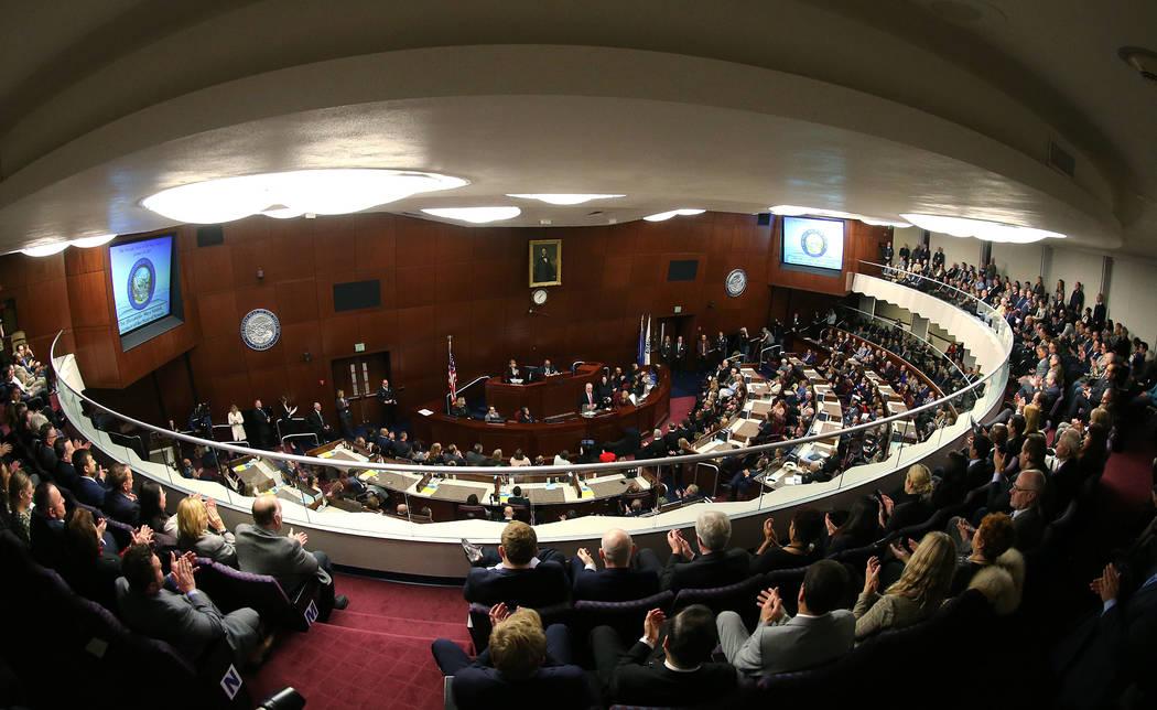 El gobernador de Nevada Steve Sisolak pronuncia su discurso sobre el estado del Estado a una gran multitud en Carson City, Nevada, el miércoles 16 de enero de 2019. (Cathleen Allison / Las Vegas ...