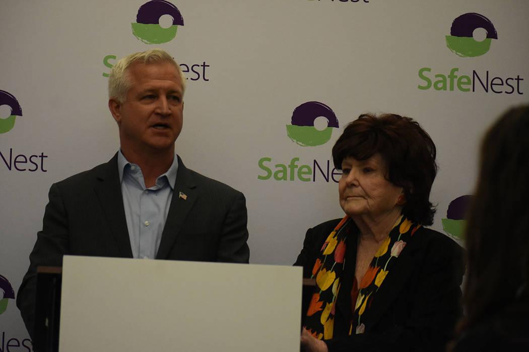 Representantes del Ayuntamiento de Las Vegas estuvieron presentes en el evento de SafeNest y reconocieron el trabajo de los voluntarios y oficiales de la policía. Jueves 24 de enero de 2018 en la ...
