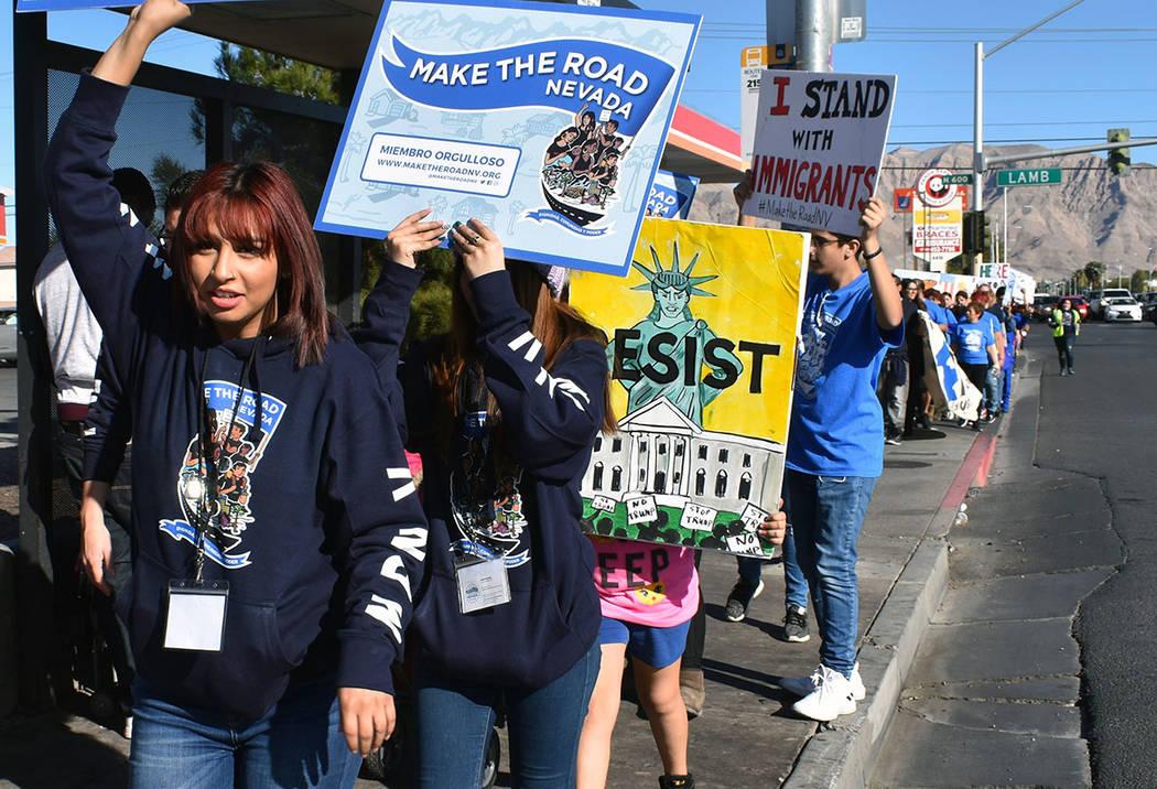 La marcha fue atendida por un numeroso grupo de entusiastas jóvenes, ellos son el futuro de la comunidad hispana del valle. Sábado 26 de enero de 2019, en el 4250 E. Bonanza Road, Suite 14. Foto ...