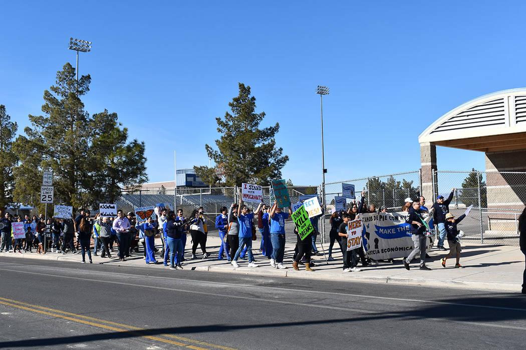 """""""Sin papeles, sin miedo"""" y """"Sí se puede, sí se puede"""" fueron las consignas que se enarbolaron durante la marcha de aniversario convocada por Make The Road Nevada en el Este de la ciudad. ..."""