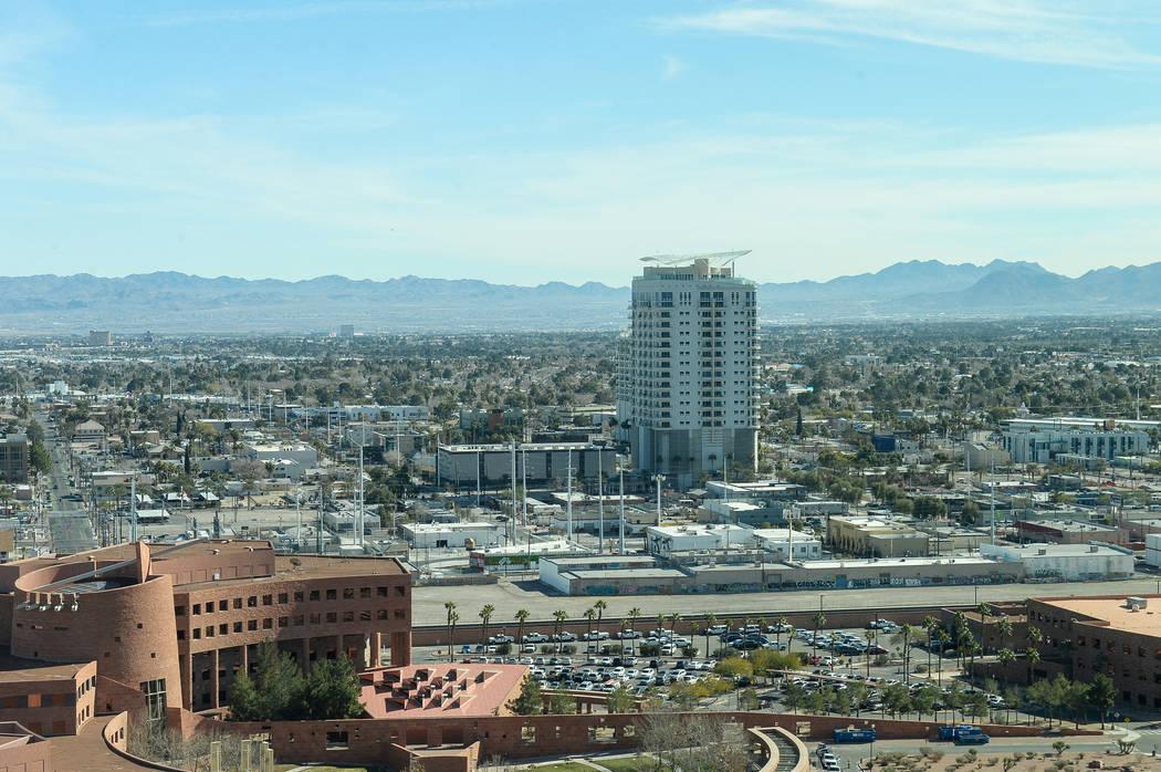 Vista del centro de Las Vegas desde la cima del World Market Center en Las Vegas, lunes 28 de enero de 2019. Caroline Brehman / Las Vegas Review-Journal