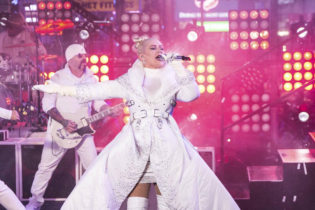 Christina Aguilera se presenta en el escenario de la celebración de Año Nuevo en Times Square el lunes 31 de diciembre de 2018, en Nueva York. (Foto por Joe Russo / Invision / AP)