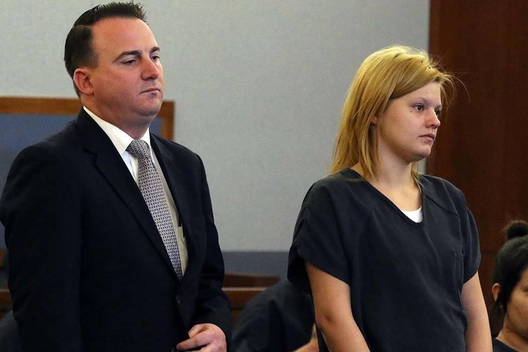 """Krystal Whipple, quien fue acusada de asesinato en la muerte de Nhu """"Annie"""" Ngoc Nguyen, gerente de un salón de uñas por una manicura de $35, comparece ante el tribunal durante su audiencia prel ..."""