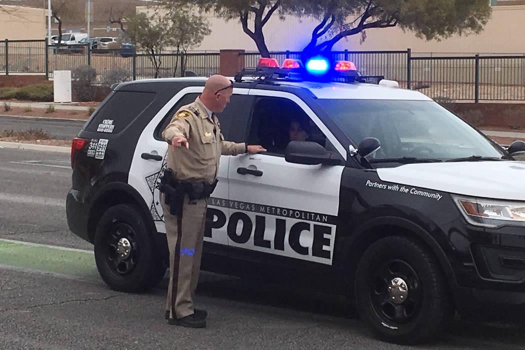 Dos escuelas del Condado de Clark en el valle del oeste permanecieron en cuarentena debido a un tiroteo con la policía de Las Vegas en el área. (Michael Quine / Las Vegas Review-Journal)