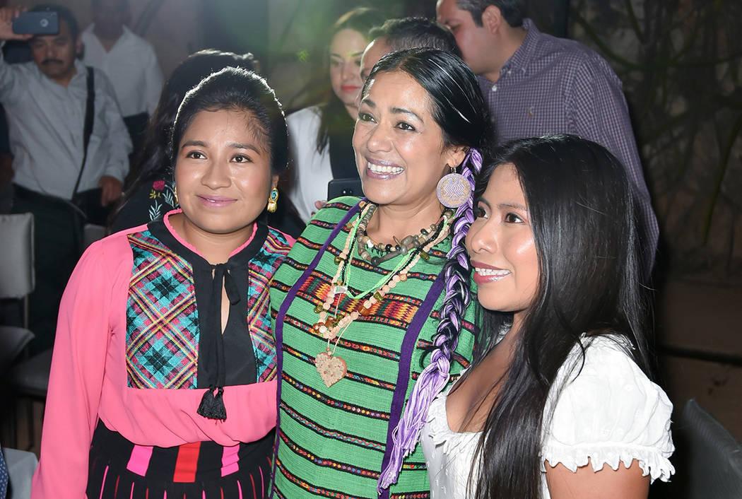 Oaxaca, 25 Ene 2019 (Notimex-Vogue).- La actriz mexicana Nancy García, y la cantante Lila Downs, acompañaron a Yalitza Aparicio, nominada al Oscar por su trabajo en la película Roma, durante ...