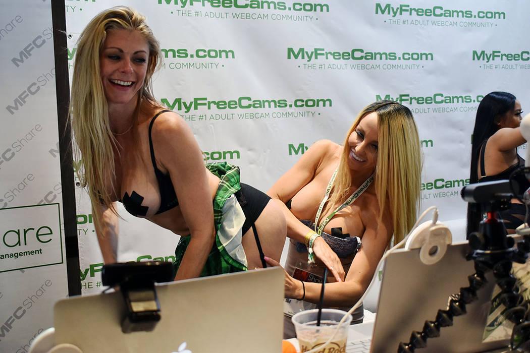 La exposición se divide entre los períodos disponibles solo para los profesionales y los horarios de apertura al público en general, que puede tener acceso en las estrellas porno, recibir autó ...