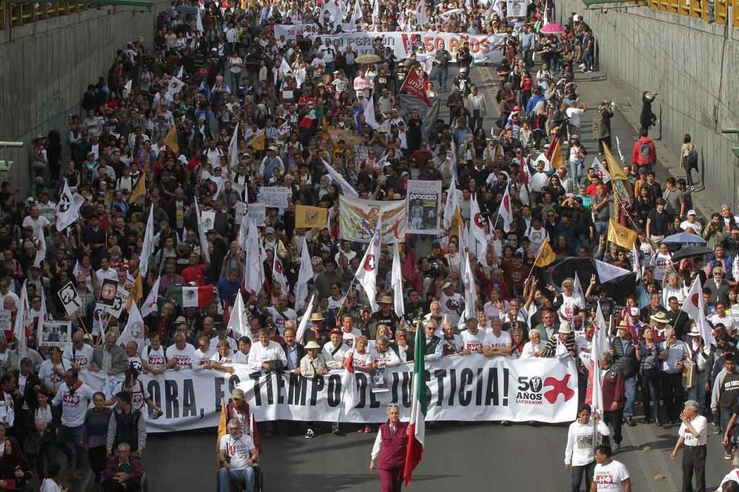 ARCHIVO- México 2 Oct 2018 (Notimex-Gustavo Durán).- Miles de manifestantes que participan en la marcha conmemorativa del 50 aniversario del Movimiento Estudiantil del 2 de octubre de 1968, real ...