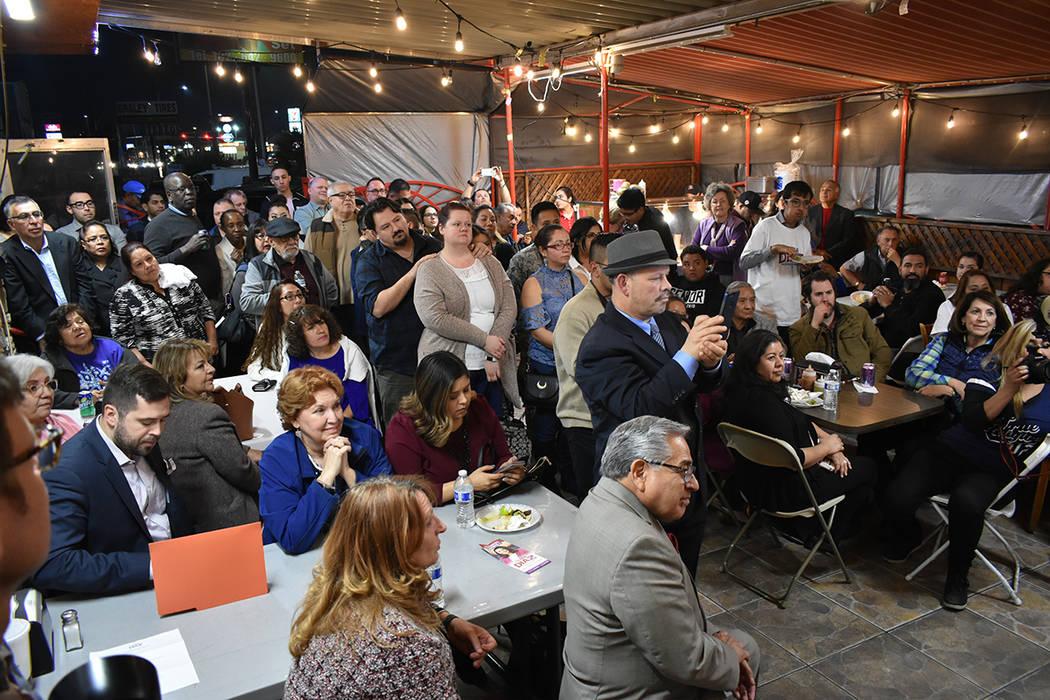 Decenas de personas acudieron al inicio oficial de la campaña de Olivia Díaz rumbo al Concejo de Las Vegas por el Distrito 3. Sería la primera mujer latina en asumir el cargo. Miércoles 30 de ...