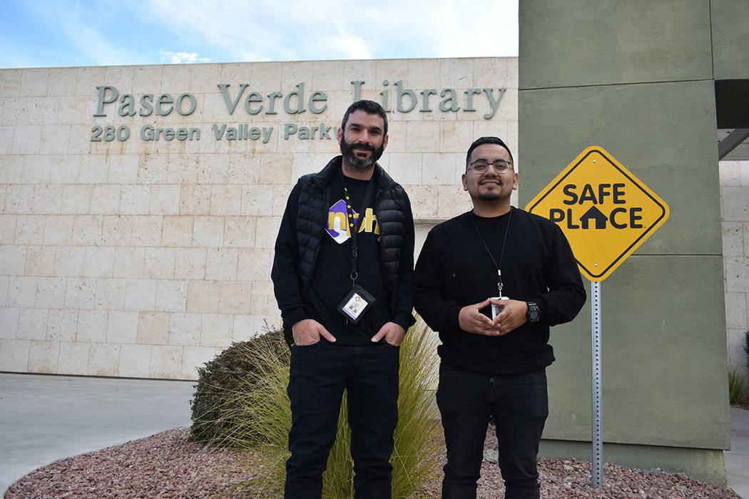 Arash Ghafoori y Rico Ocampo, de NPHY, reconocieron la importancia de que las bibliotecas se hayan sumado al programa Safe Place. Jueves 31 de enero de 2019 en la Biblioteca de Henderson. Foto Ant ...