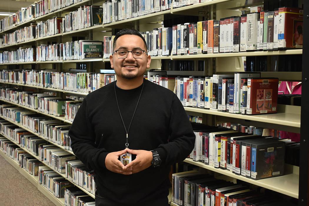 El coordinador de NPHY, Rico Ocampo, invitó a la comunidad a prestar atención al programa Safe Place para ayudar a quienes lo necesiten. Jueves 31 de enero de 2019 en la Biblioteca de Henderson. ...