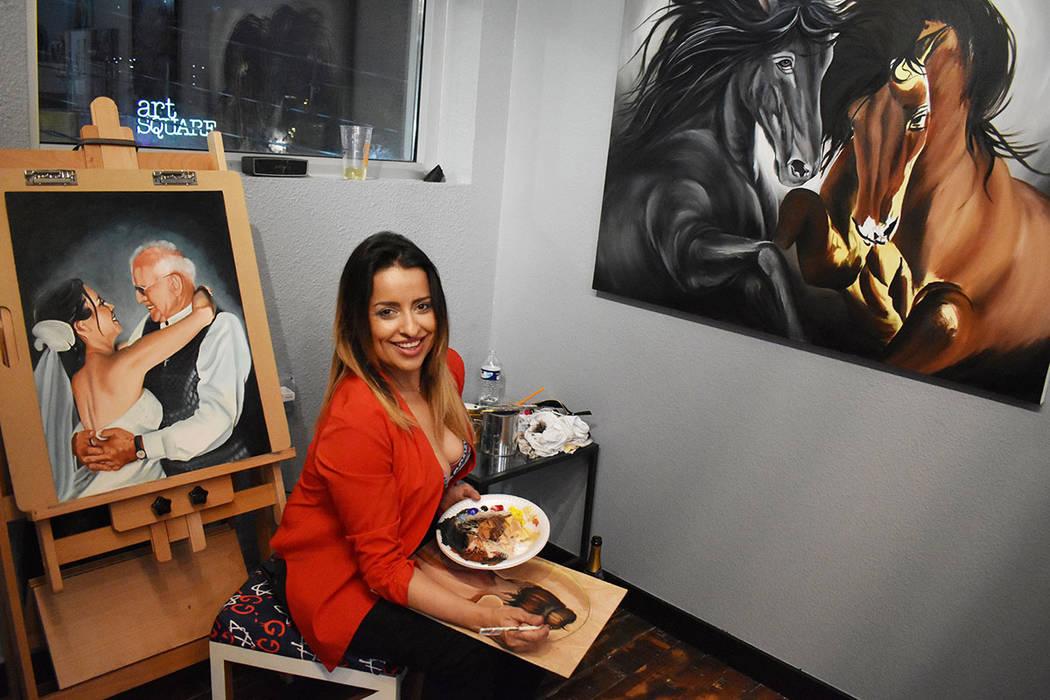 """Melisa Pacheco exhibió parte de su trabajo, donde se aprecia una depurada técnica. Viernes 1 de febrero de 2019 en el festival mensual """"First Friday"""". Foto Frank Alejandre / El Tiempo."""