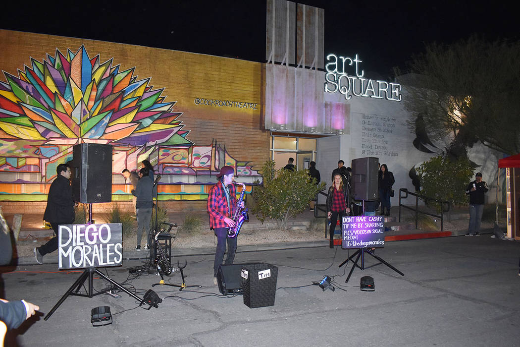 """Melisa Pacheco incursionó en el arte como una divertida forma de dar rienda suelta a su imaginación. Viernes 1 de febrero de 2019 en el festival mensual """"First Friday"""". Foto Frank Alejandre ..."""