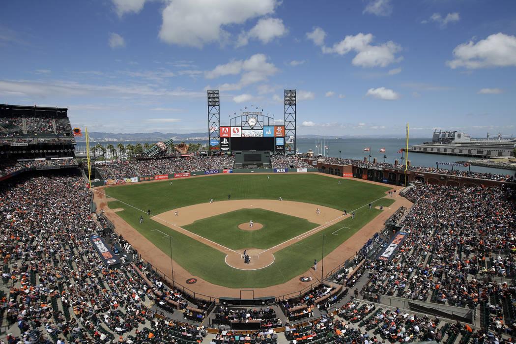 Esta foto de archivo del 15 de junio de 2016 muestra el AT&T Park desde una vista aérea mientras los Giants de San Francisco juegan contra los Milwaukee Brewers durante un juego de béisbol en Sa ...