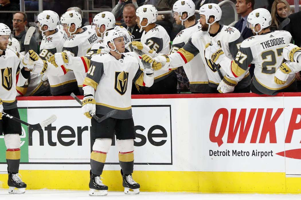 El centro de los Golden Knights, Jonathan Marchessault (81) celebra su gol contra los Detroit Red Wings en el segundo período de un juego de hockey de la NHL el jueves 7 de febrero de 2019 en Det ...