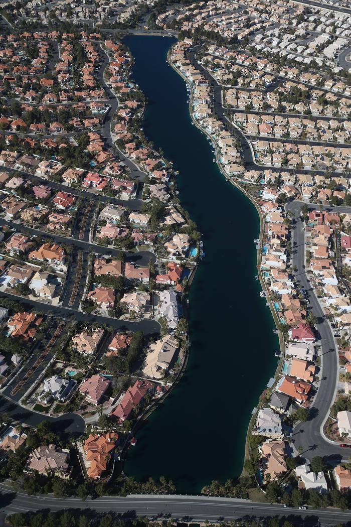 La vista desde un dirigible AirSign Airship después de despegar del Aeropuerto de North Las Vegas en North Las Vegas, el jueves 7 de febrero de 2019. El dirigible estaba anunciando el nuevo barco ...