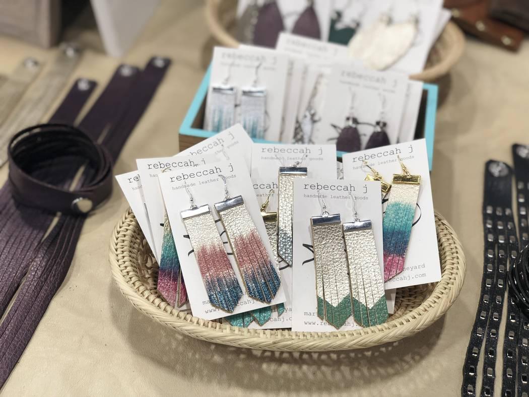 Pendientes de cuero pintados a mano por Rebeccah J. (Janna Karel Las Vegas Review-Journal)