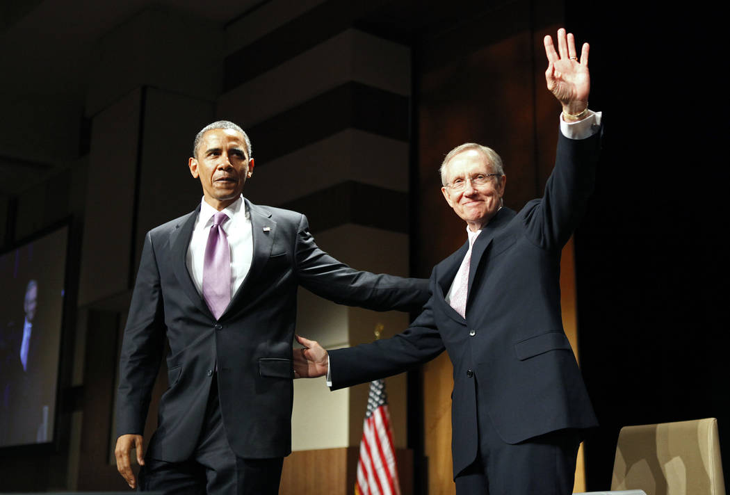 El presidente Barack Obama, a la izquierda, aparece en un mitin del senador Harry Reid, demócrata por Nevada, en Las Vegas, el jueves 8 de julio de 2010. Archivo del Las Vegas Review-Journal.
