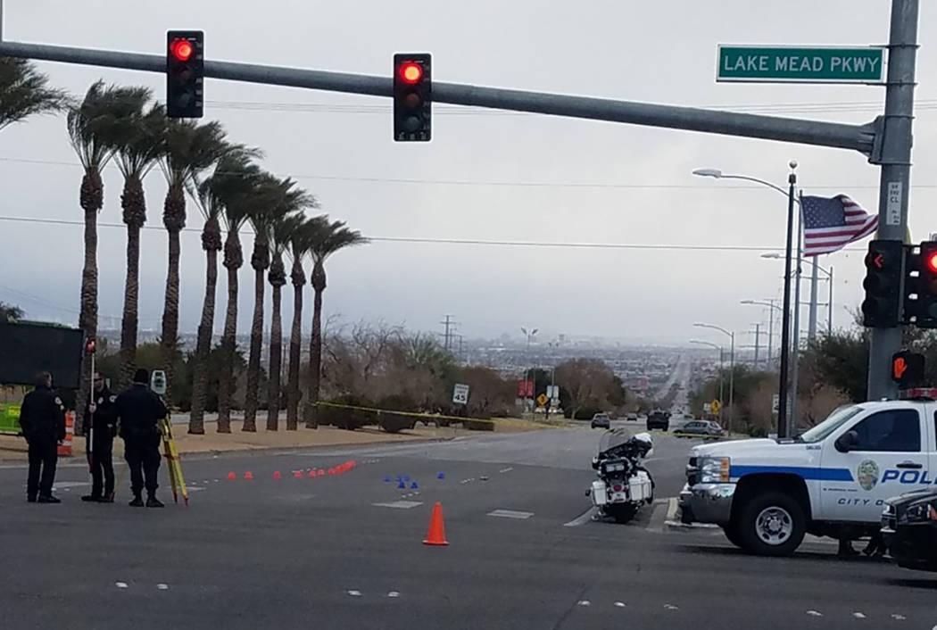 Varios peatones fueron hospitalizados después de haber sido atropellados por un vehículo el domingo por la tarde en el valle sureste, según la policía de Henderson. (Cámara de tráfico RTC)