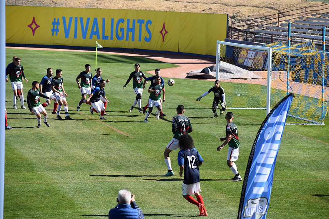 El partido se desarrolló con intensidad, buen despliegue técnico y de condición física entre los jugadores de ambos equipos. Domingo 10 de febrero de 2019, en el Cashman Field. Foto Frank Alej ...