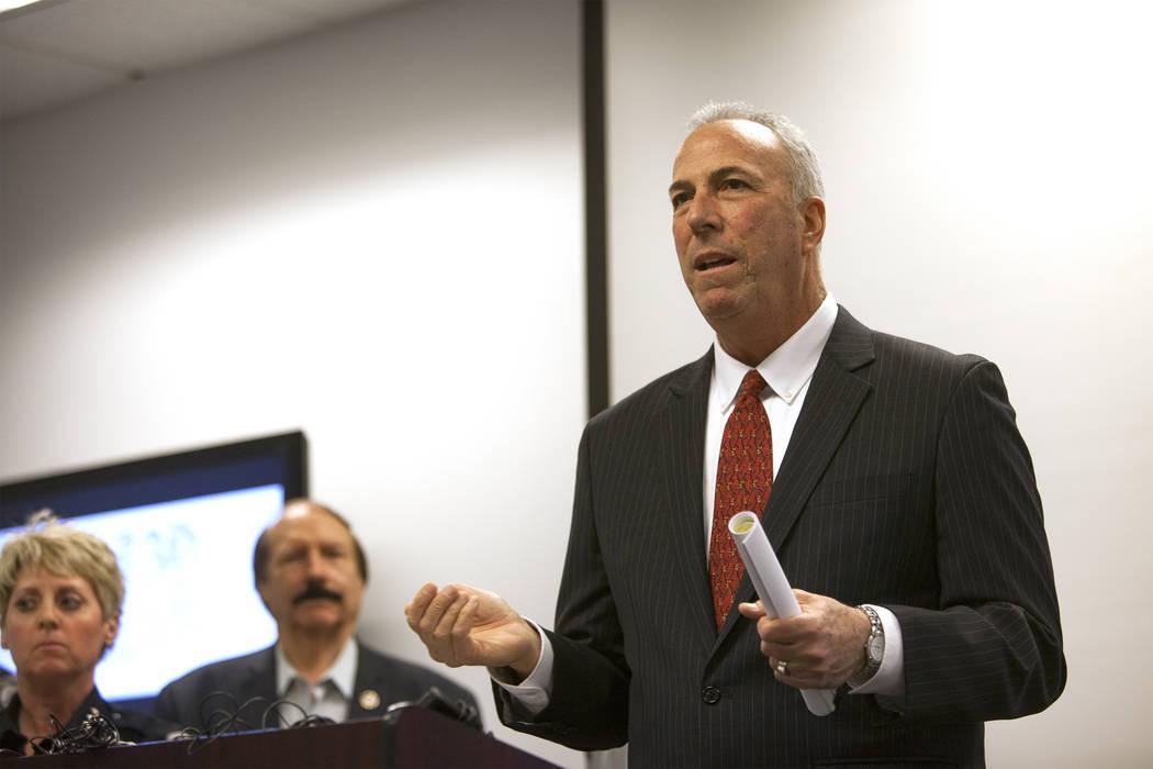 El fiscal de distrito Steve Wolfson habla sobre nuevos descubrimientos en el caso de la desaparición de Francillon Pierre, de 3 años, quien desapareció en 1986, en en la Oficina de Detectives d ...