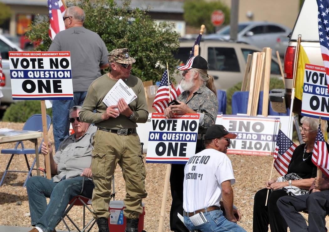 Una demanda que sostiene que la nueva ley de Nevada que amplía los controles de antecedentes de armas de fuego a las ventas y transferencias de partes privadas, viola la Constitución del estado. ...