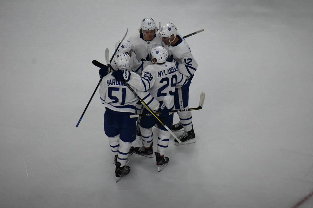 Vegas Golden Knights recibió la visita de Toronto Maple Leafs, un juego en el que ambos equipos buscaron generar jugadas de gol desde el primer minuto. Jueves 14 de febrero de 2019 en T-Mobile Ar ...