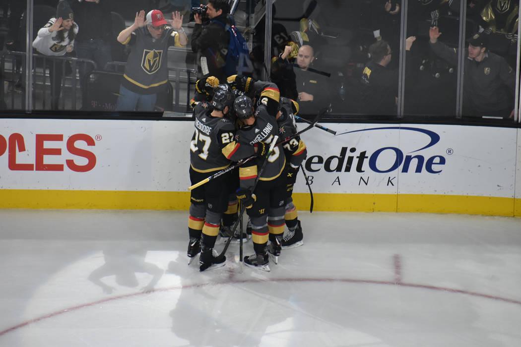 Vegas Golden Knights y Toronto Maple Leafs protagonizaron un partido emocionante en que se anotaron varios goles. Jueves 14 de febrero de 2019 en T-Mobile Arena. Foto Anthony Avellaneda / El Tiempo.