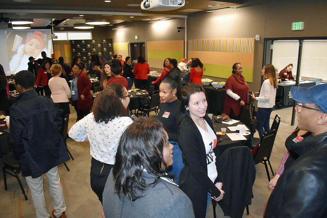 El estado de los estudiantes afroamericanos en la educación superior fue el tema central del almuerzo realizado en el ballroom del Rogers Student Center. En la foto Edith Fernández, vicepresiden ...