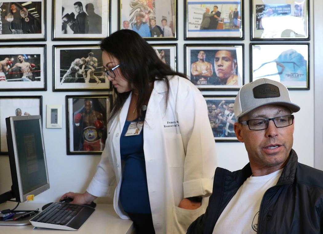 El jinete profesional Aaron Semas, de Weatherford, Texas, habla durante una entrevista con el Las Vegas Review-Journal mientras Pamela Dino, coordinadora de investigación, prepara su examen de me ...