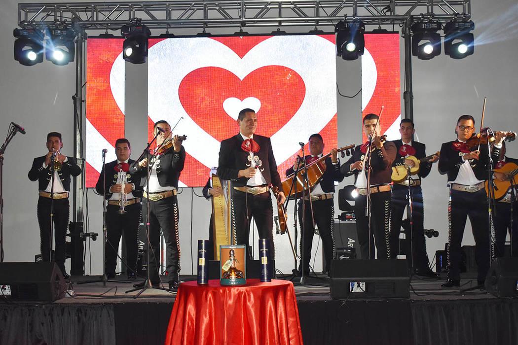El mariachi Nuevo Tamazula estelarizó la primera Gran noche de San Valentín en Las Vegas. Viernes 15 de febrero de 2019 en el salón Avriópolis. Foto Frank Alejandre / El Tiempo.