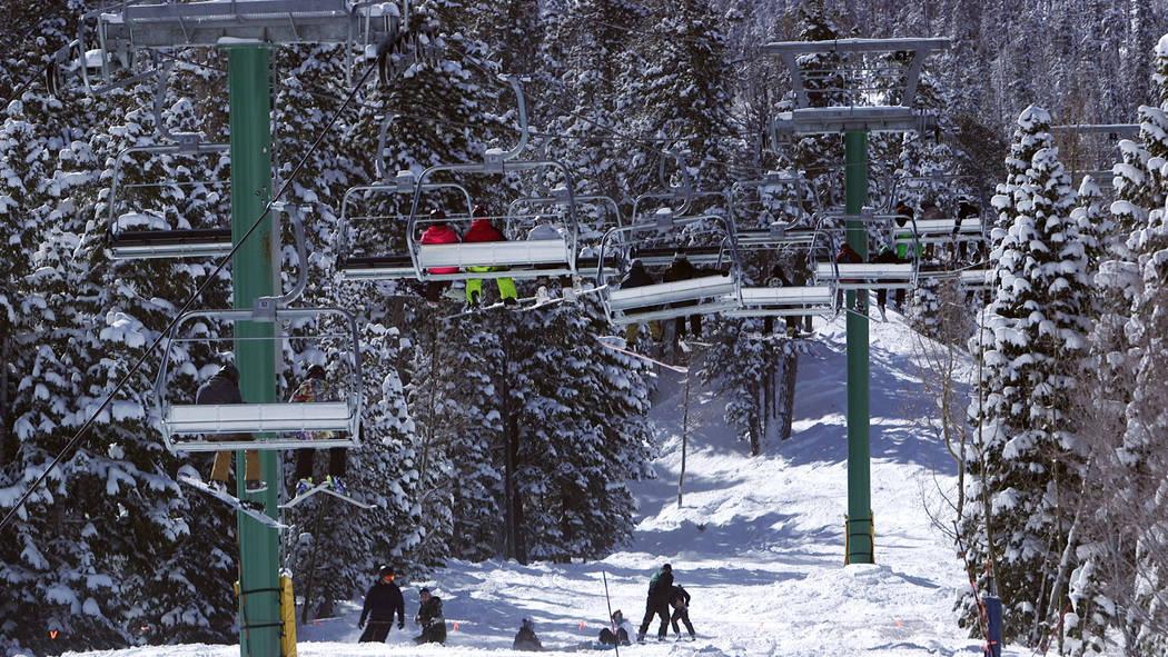 Teleféricos en Lee Canyon fuera de Las Vegas el lunes 18 de febrero de 2019. Mount Charleston recibió casi cuatro pulgadas de nieve el domingo según el Servicio Nacional de Meteorología. (Mat ...