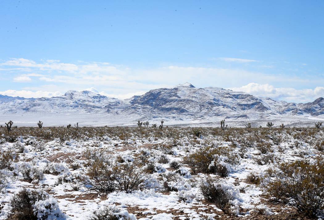 La nieve cubre las montañas circundantes cerca de las Siete Montañas Mágicas en el Condado de Clark, el lunes 18 de febrero de 2019. (Caroline Brehman / Las Vegas Review-Journal) @carolinebrehman