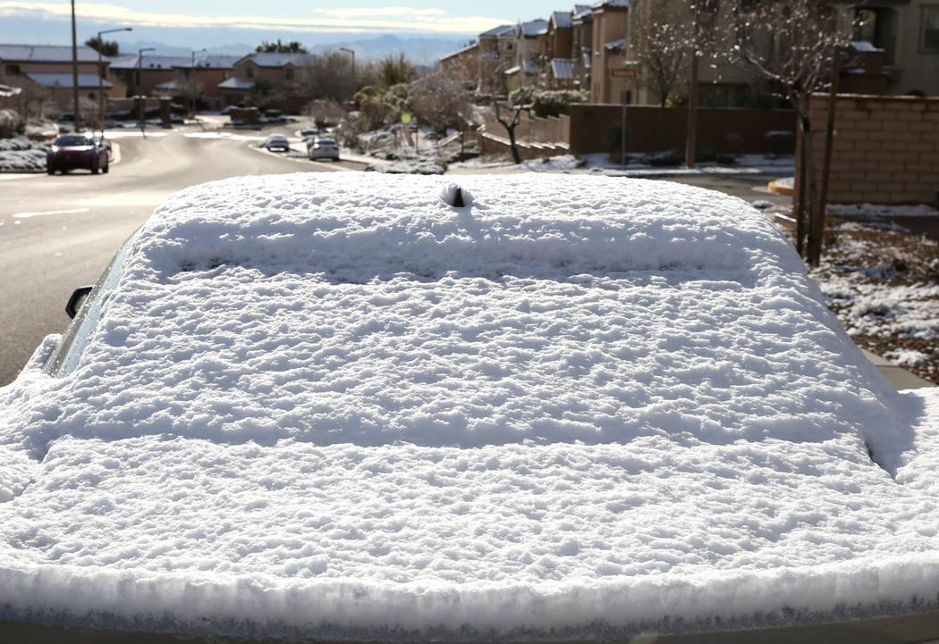 Automóvil cubierto de nieve en Summerlin el lunes 18 de febrero de 2019, en Las Vegas. (Bizuayehu Tesfaye / Las Vegas Review-Journal) @bizutesfaye