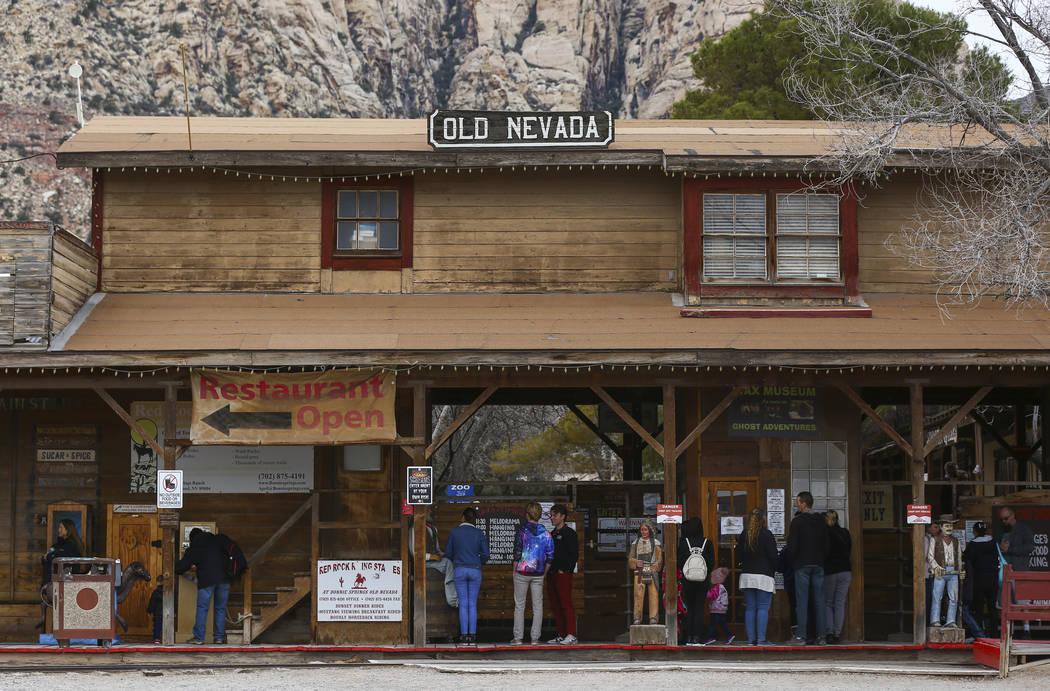 Los visitantes de Bonnie Springs Ranch fuera de Las Vegas el sábado 12 de enero de 2019. La Comisión de Planificación del Condado de Clark el miércoles 20 de febrero de 2019, por la mañana, a ...