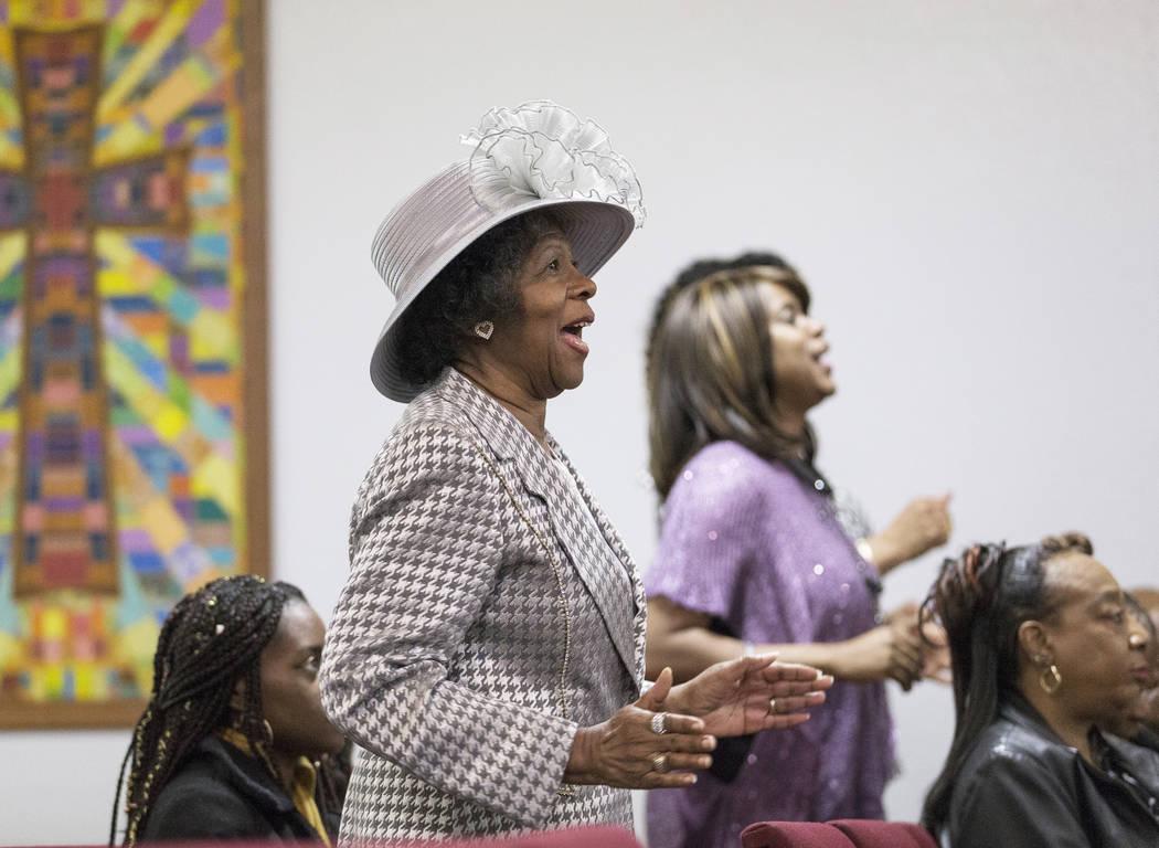 Barbara Addison, a la izquierda, canta durante la celebración anual del Día de los Fundadores del Club Fordyce, el domingo 17 de febrero de 2019, en la Iglesia Bautista New Revelations, en Las V ...