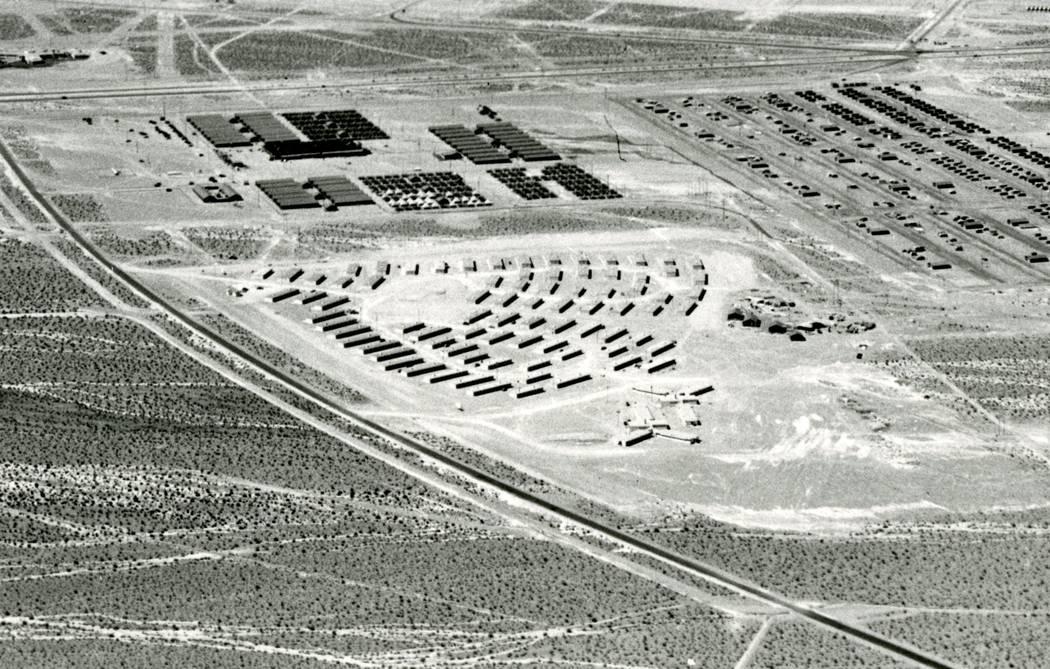 Vista aérea de Carver Park en 1943 aproximadamente en el momento de su finalización. Tenga en cuenta la Boulder Hwy en la parte superior y Lake Mead Drive a la izquierda, en diagonal de sur a no ...