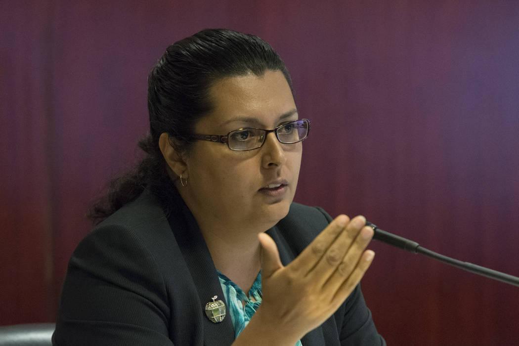 La asambleísta Olivia Díaz, D-North Las Vegas, habla durante una reunión del panel legislativo para discutir los planes de reorganización para el Distrito Escolar del Condado de Clark en el Sa ...