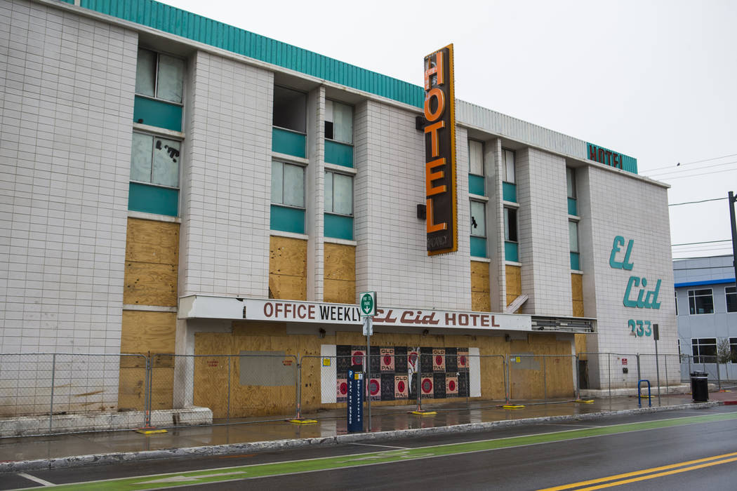 Vista del Hotel El Cid desde la calle 6th, cerca de la avenida Bridger en el centro de Las Vegas el jueves 21 de febrero de 2019. El Ayuntamiento de Las Vegas tomó medidas para demoler el hotel y ...
