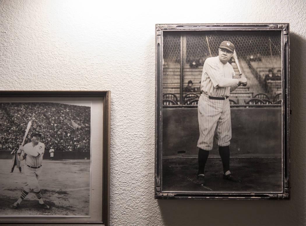 Las fotos de Babe Ruth, beisbolista del Salón de la Fama de los Yankees de Nueva York, cuelgan en la pared de la casa de su nieto Tom Stevens el jueves 31 de enero de 2019, en Henderson. (Benjami ...