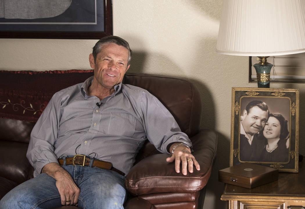 Tom Stevens, nieto de Babe Ruth, jugador del Salón de la Fama de los Yanquis de Nueva York, el jueves 31 de enero de 2019, en la casa de Stevens, en Henderson. (Benjamin Hager / Las Vegas Review- ...