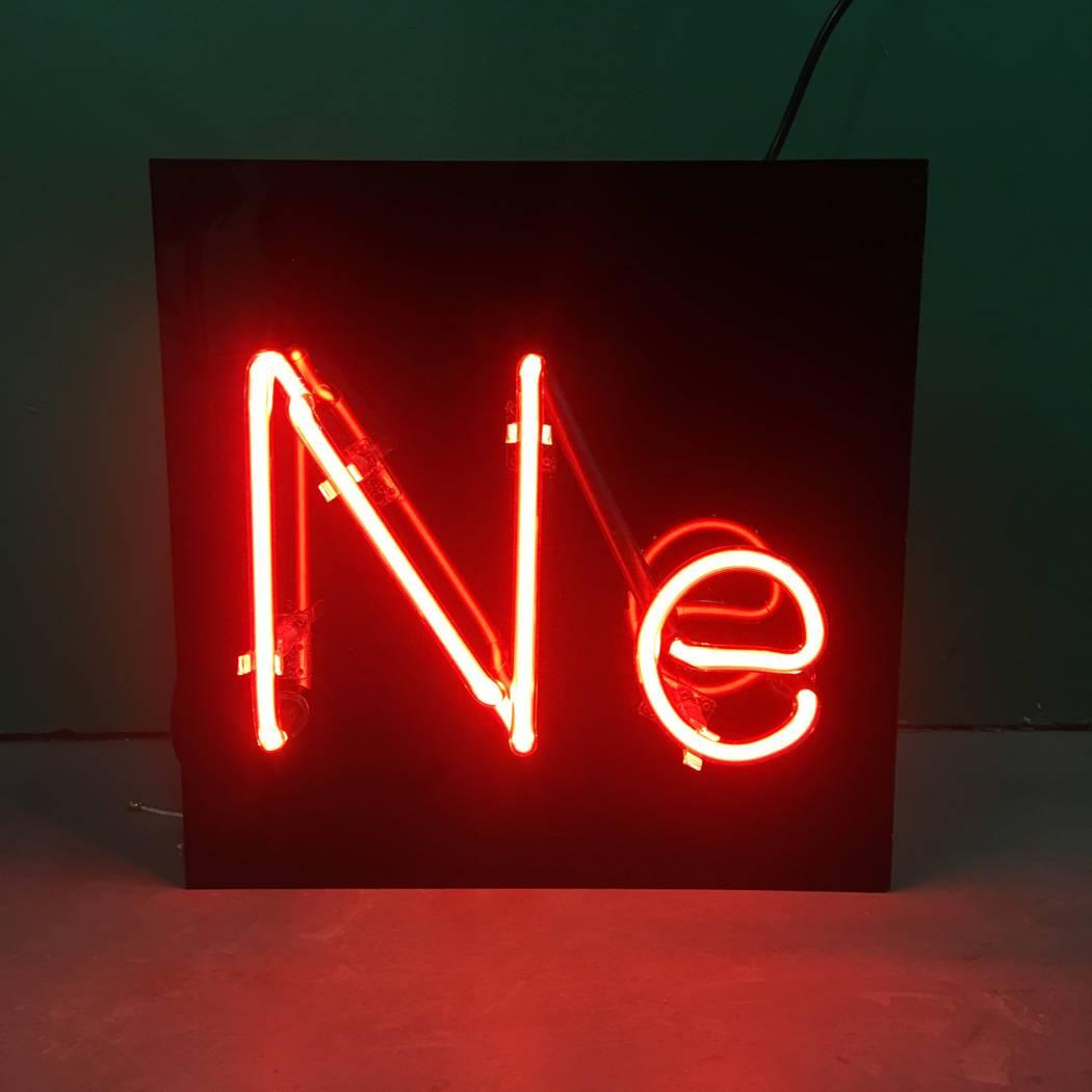Will Durham encargó este letrero hecho de neón que muestra el símbolo químico del neón. (Will Durham)