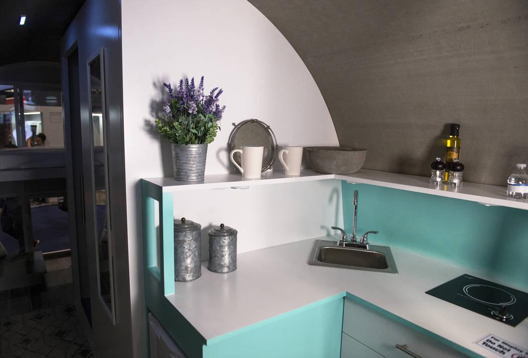 Un hogar creado como parte del proyecto Rinker Materials Pipe Dream está en exhibición en el Centro de Convenciones de Las Vegas en Las Vegas, el miércoles 20 de febrero de 2019. (Caroline Breh ...