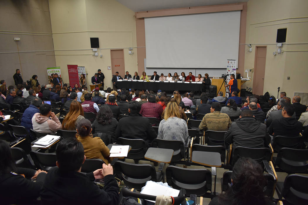 Decenas de personas asistieron al 3º Foro Binacional Migrante para exponer iniciativas ante legisladores mexicanos. Sábado 23 de febrero de 2019 en UNLV. Foto Anthony Avellaneda / El Tiempo.