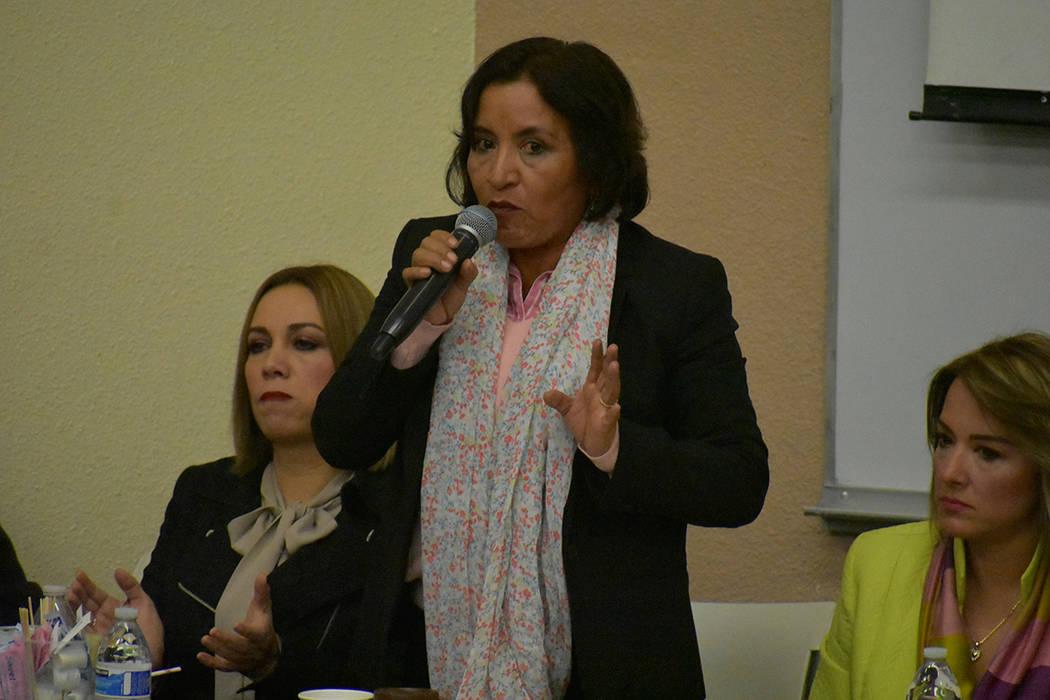 La diputada Margarita García expresó a los asistentes que los nuevos legisladores mexicanos no son culpables de los manejos hechos en sesiones anteriores. 3º Foro Binacional Migrante. Sábado 2 ...