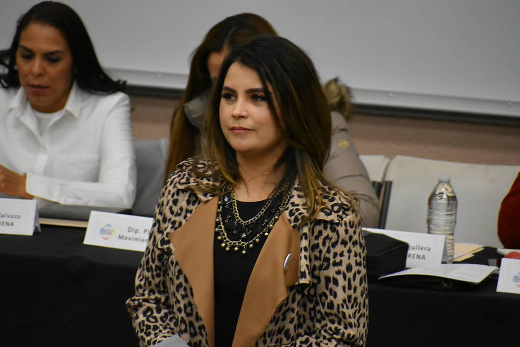 La directora estatal de Mi Familia Vota, Cecia Alvarado, fue una de las moderadoras del foro. Sábado 23 de febrero de 2019 en UNLV. Foto Anthony Avellaneda / El Tiempo.