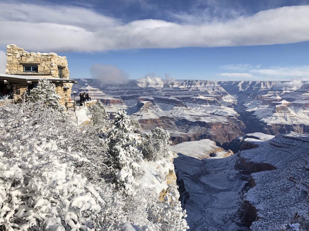 1 de enero de 2019, la foto muestra el Estudio Lookout en Grand Canyon Village en el borde sur del Parque Nacional del Gran Cañón, en Arizona. (Foto AP / Anna Johnson)