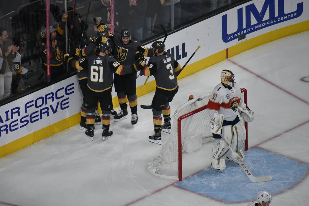 Vegas Golden Knights y Florida Panthers ofrecieron un emocionante partido en el que los aficionados presenciaron varios goles. Jueves 28 de febrero de 2019 en T-Mobile Arena. Foto Anthony Avellane ...