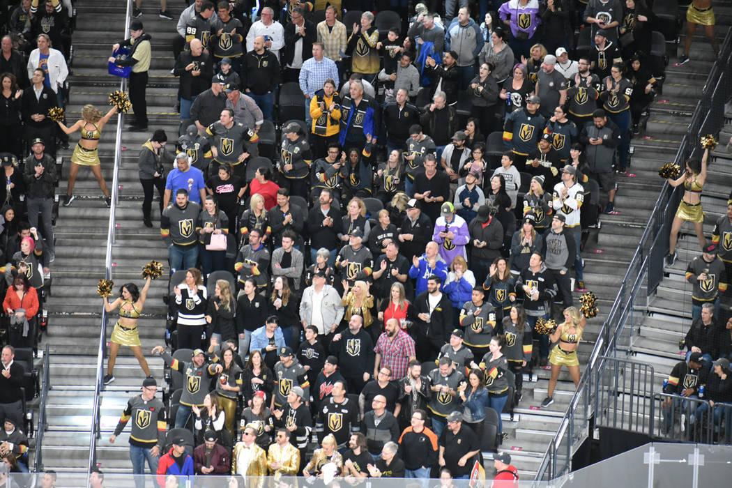 Los aficionados disfrutan de cada juego como local de los Golden Knights. Jueves 28 de febrero de 2019 en T-Mobile Arena. Foto Anthony Avellaneda / El Tiempo.